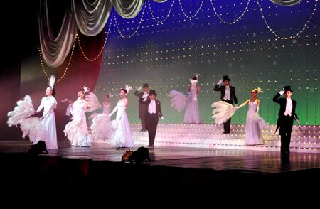 観衆を魅了したショー 宝塚歌劇団OGによるコンサート「ザ・レビュー サ... 宝塚OG華麗な舞台